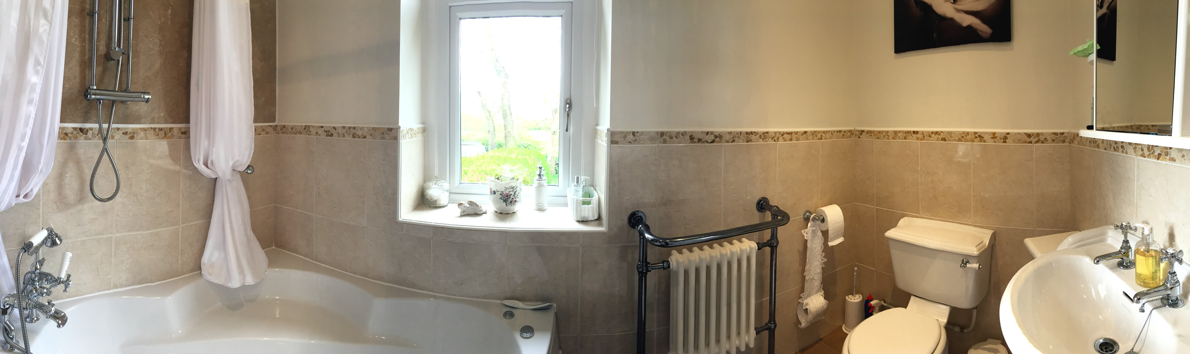 A bathroom at our Bed and Breakfast